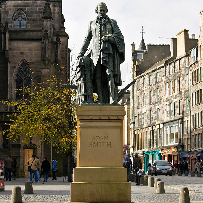 adam smith estatua