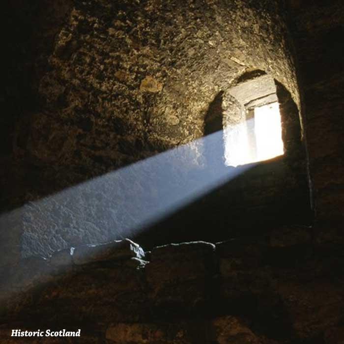castillo de craigmillar ventana y rayo de luz