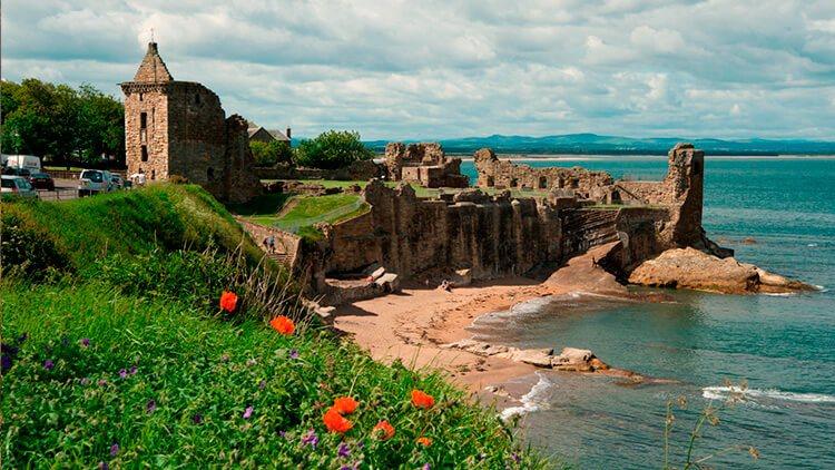Castillo de Saint Andrews en primavera