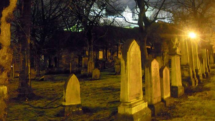 cementerio durante el tour de los fantasmas