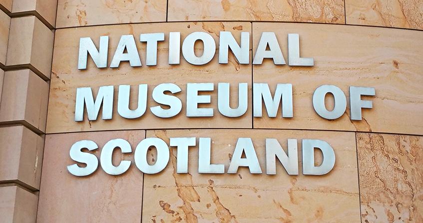 Letrero del Museo Nacional de Escocia