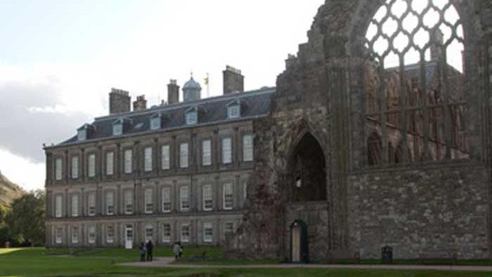 palacio y abadia derruida en edimburgo