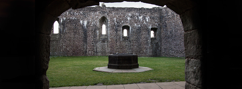Patio interior del castillo de Doune