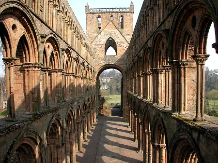 Vista de las ruinas de la abadía desde la nave principal