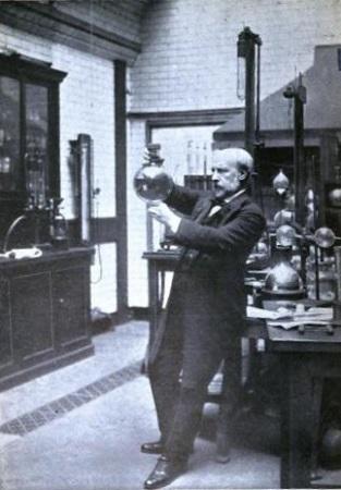 James Dewar con su termo. fotografia tomada de Wikipedia.org