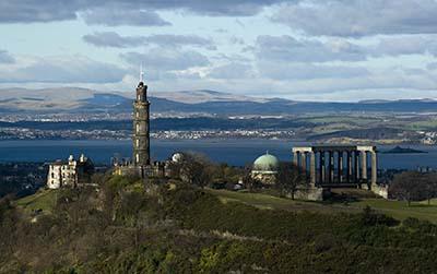 Vista de Calton Hill con sus monumentos. Wikipedia.org