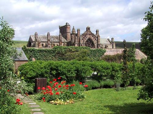 Abadía de Melrose desde los jardines de Priorwood.