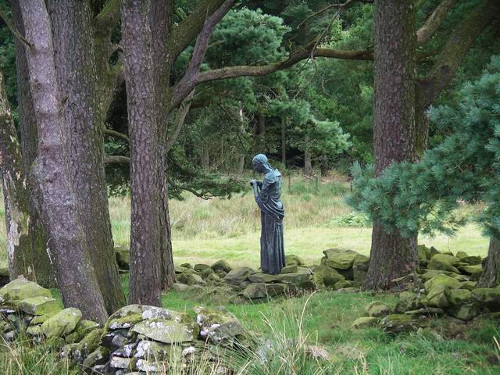 "Escultura ""The Visitation"" (La visitación) por Jacob Epstein"